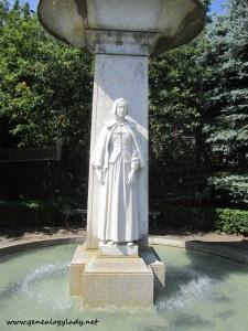 Plymouth - DAR statue