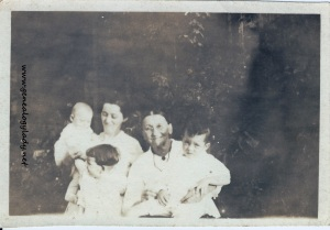 Yegerlehner, Elizabeth (Schwartz) with possibly Mary Anna (Wolfe) Snedeker and children - c1919