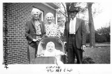 YEG1943-05 Emma and David with Mayroses