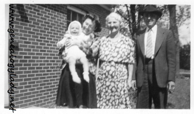 YEG1943-05 Gladys and David with Mayroses