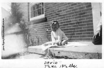 YEG1943-05-15 - David on stoop with tulips