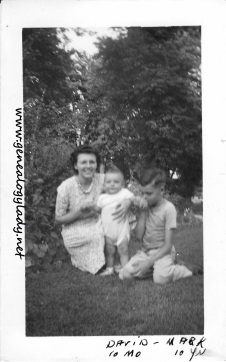YEG1943-07 Gladys, Mark & David