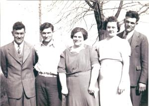YEG1940 - Sam, Esther, Earl, Paul & Leanna