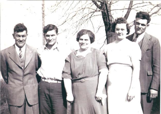 YEG1940 - Sam, Esther, Earl, Paul & Leanna