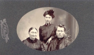 Yegerlehner, Elizabeth (Schwartz) with daughter Sophia and sister