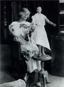 Madeleine_Vionnet_in_her_studio_about_1920