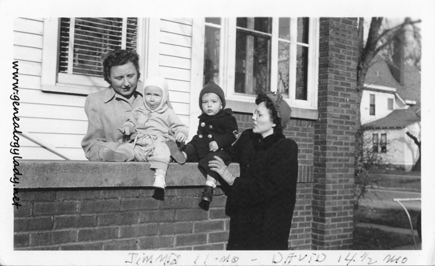 YEG1943-12 Gladys, David, Lucile and Jimmy Ed